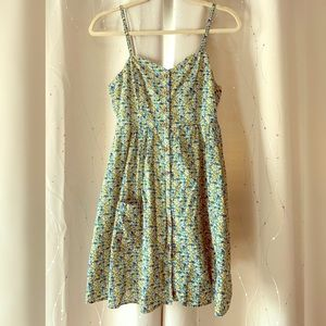 Floral sundress with wooden buttons and pockets!